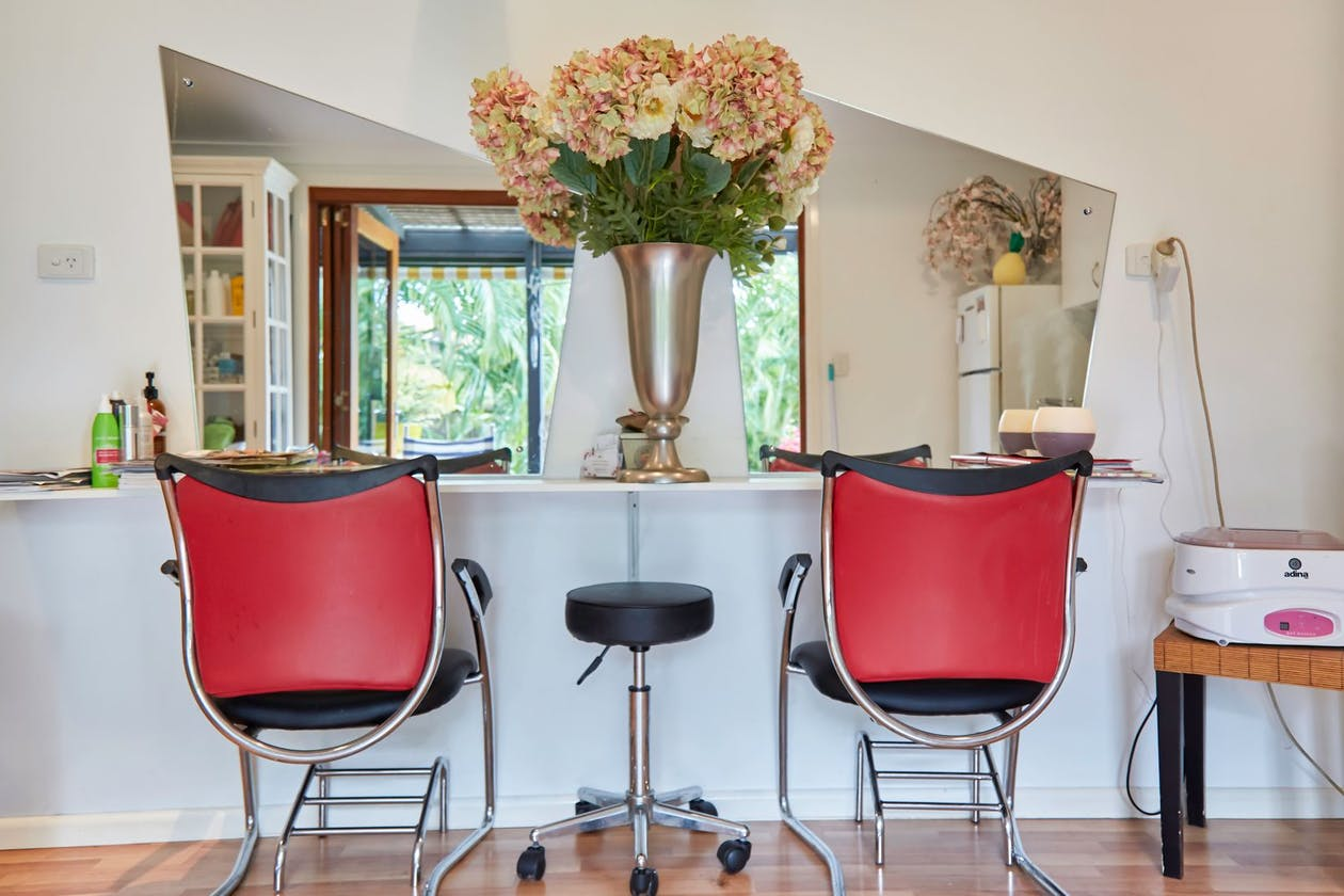 My Wife's Folly Hairdressing image 4