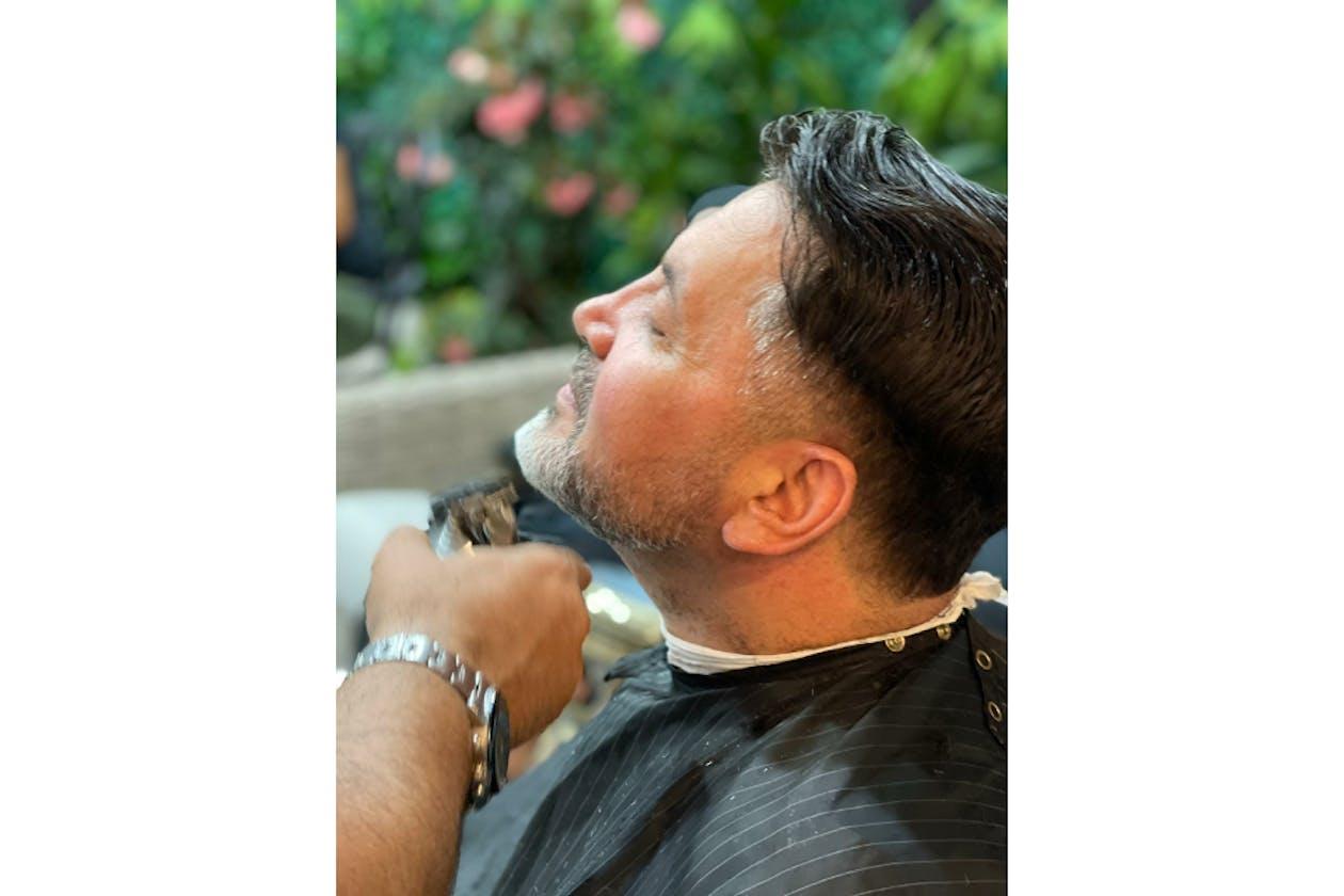 Bash Men's Hairdressing image 2
