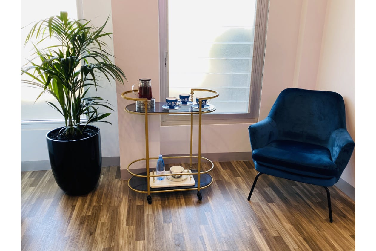 Salon Oasis image 3