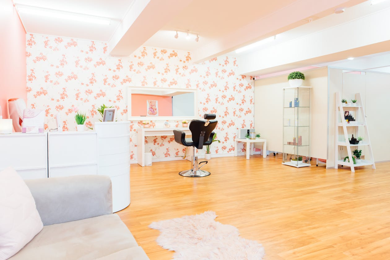 Glitzy Glam Beauty Salon