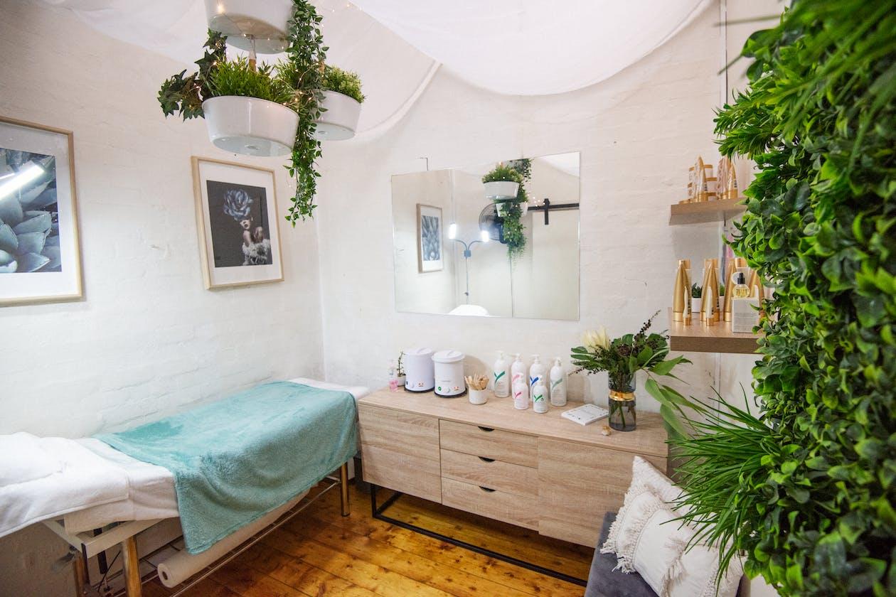 Lady Gardener Beauty Studio image 2