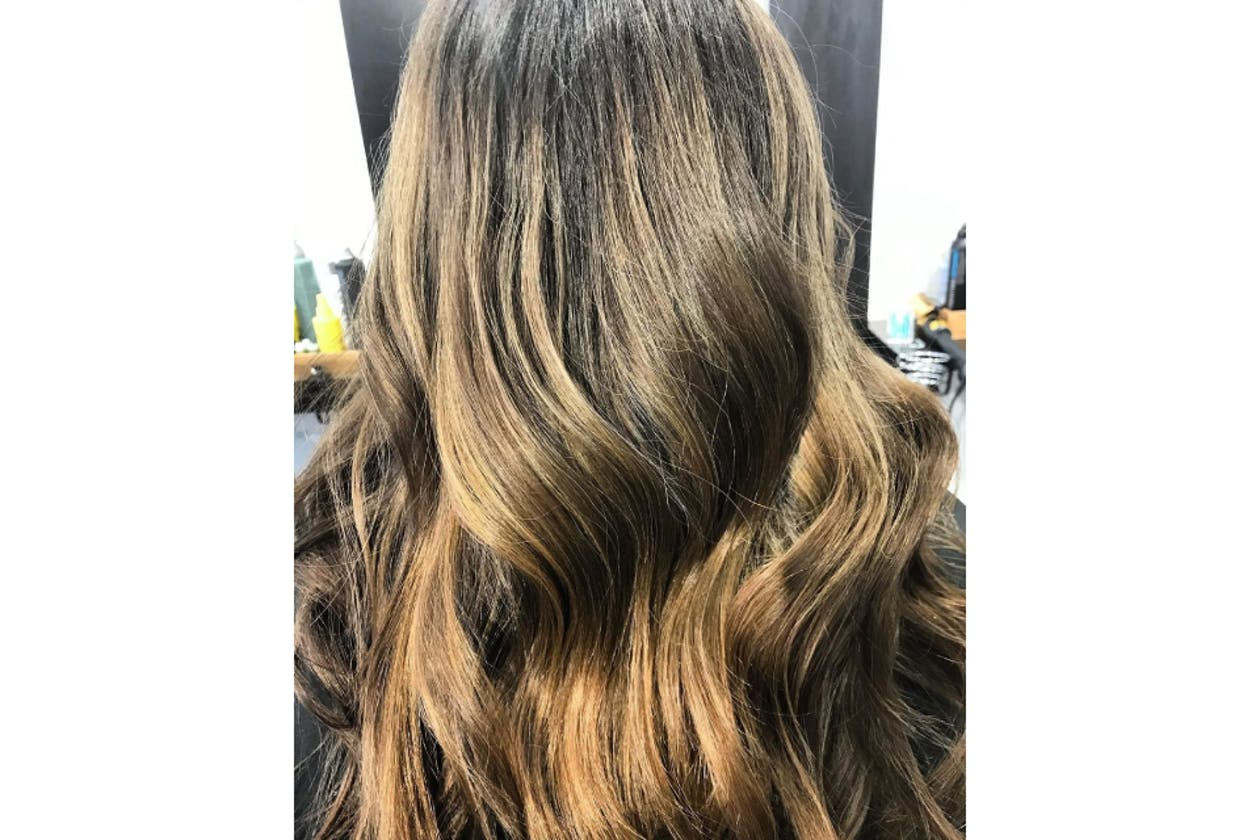 No Loose Ends Hairstyling image 19