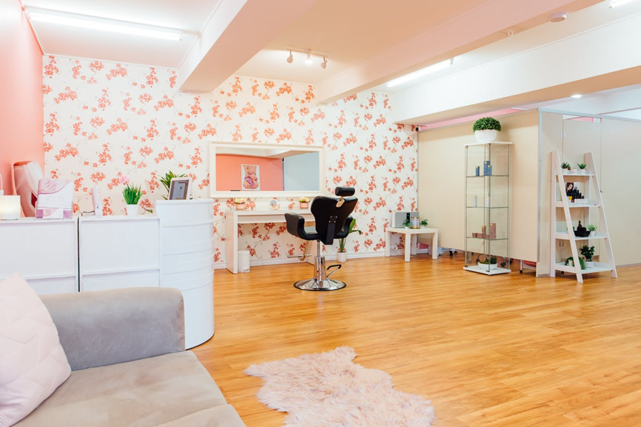 Glitzy Glam Beauty Salon image 1