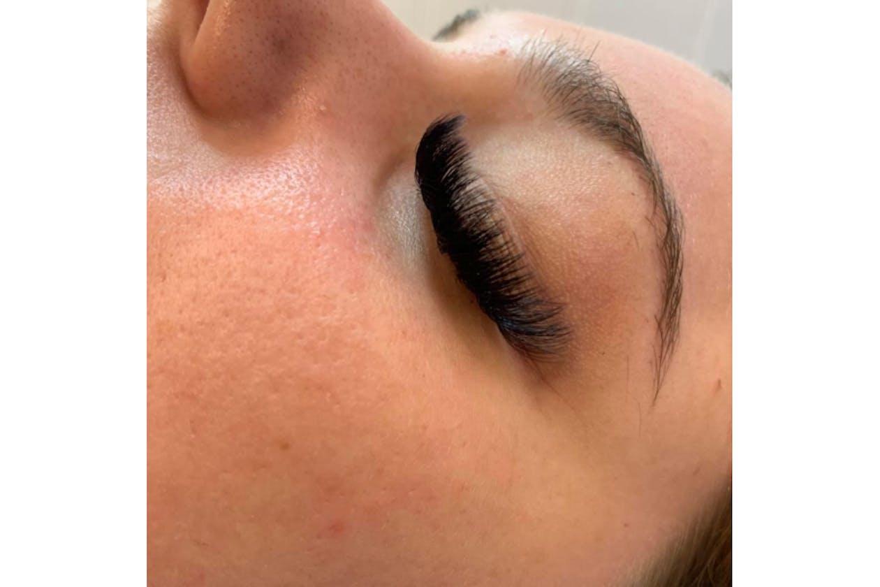 Queen Bee Beauty Studio image 14