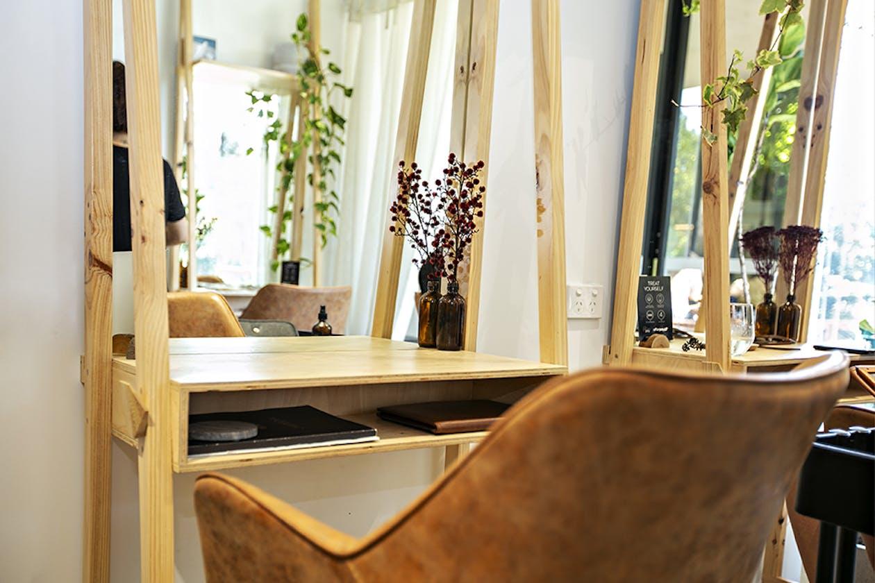 Zanzi Hairdressing image 9