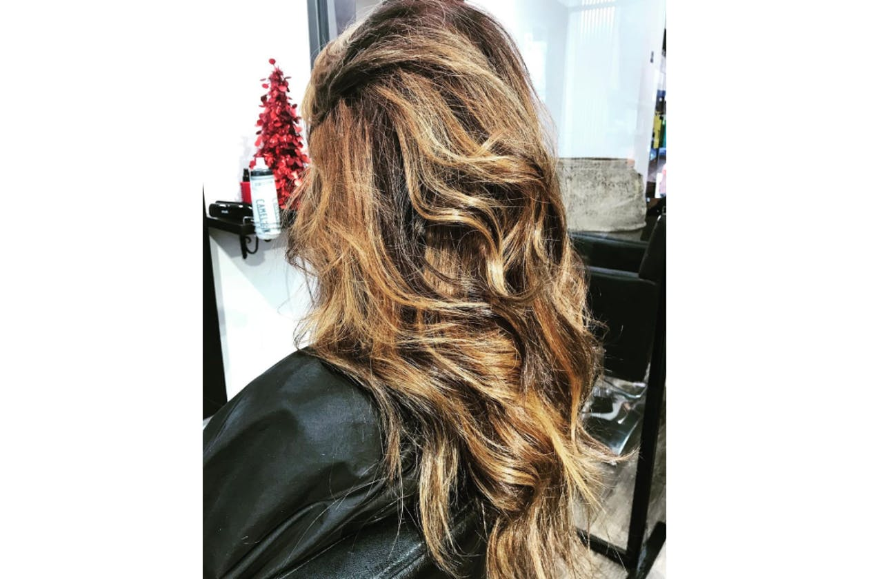 No Loose Ends Hairstyling image 15